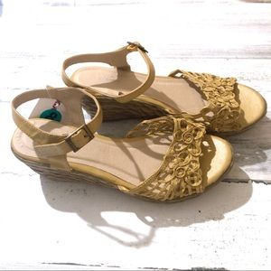 Size 8 wedge sandals taupe/gold color NWT